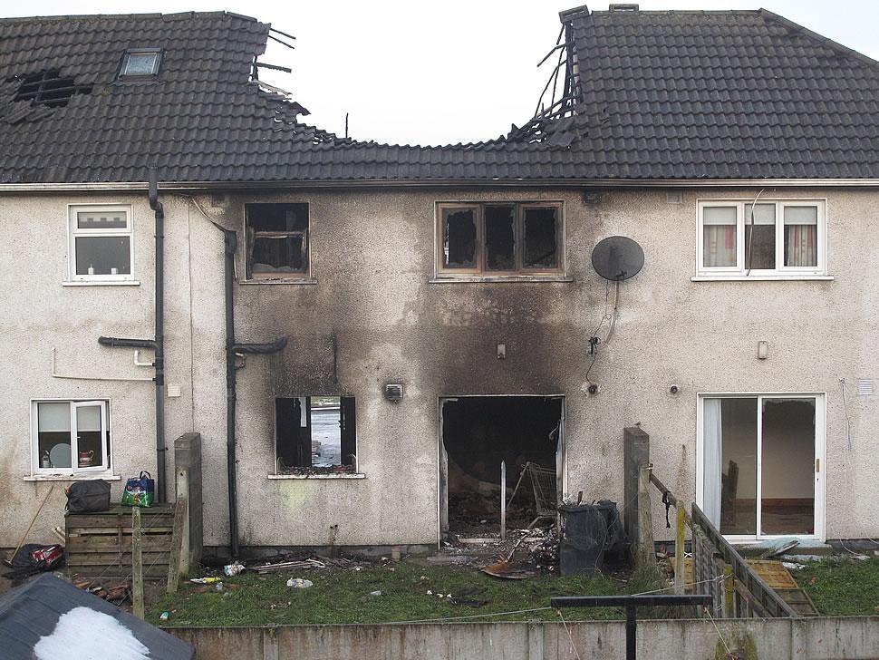 Brandschäden am Eigenheim sind keine Seltenheit. Um diese schnell und einfach beseitigen zu können, ist eine entsprechende Versicherung nötig. - Foto: Pixabay.com © Kramarz (Pixabay License)