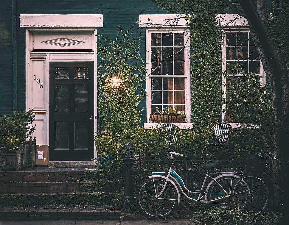 Sind die Außenwände eines Gebäudes schwer zu dämmen, bringen Kalziumsilikatplatten die Lösung. Foto: pixabay / Free-Photos